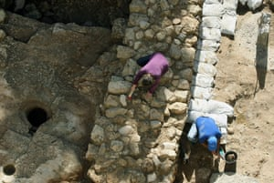 Nazareth discovery: archaeologists work on excavation site in NAzareth