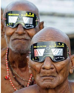 Photographs of the year: hindu holy men