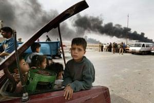2002-03: 2003: Families leaving Basra