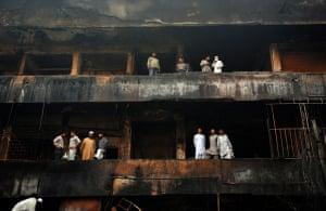 24 hours: bomb in Karachi