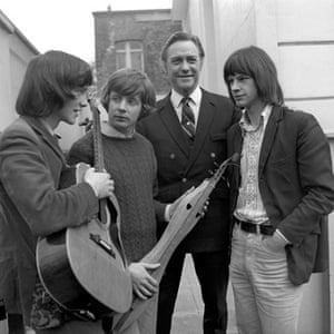Richard Todd: 1971: Richard Todd with the members of pop group Dulcima