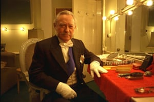 Richard Todd: 1998: Richard Todd At The Albery Theatre In 'an Ideal Husband'