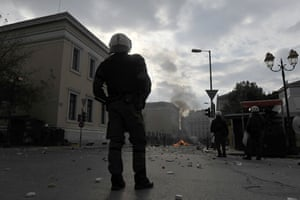 Athens demonstrations: Youths clash with police in central Athens