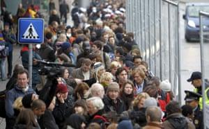 Copenhagen diary: People queue to enter in the Bella center, COP15