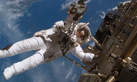 nasa astronaut spacewalk