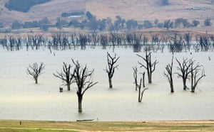 Severe drought : Severe drought : Dramatic drop in water level of Lake Lume
