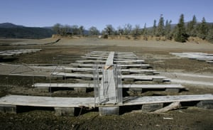 Severe drought : Severe drought: In Lake Pillsbury, Caifornia, boat docks sit high and dry,