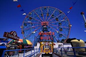 Big wheels : The Wonder Wheel at Astroland, Coney Island.