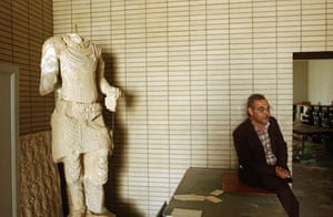 Baghdad museum : Muhsin Hasan sits down beside a destroyed sculpture at the Iraqi Museum