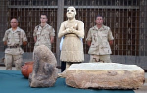 Baghdad museum : looted treasures from Iraqi museum in 2003