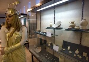 iraqi national museum: A model in Sumerian costume near artefacts at the Iraqi National Museum
