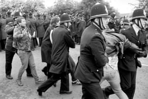 Orgreave Battle: Pickets and police at the Battle of Orgreave