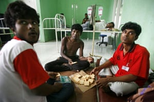 Gallery Rohingya refugees: Rohingya refugees eat in a small hospital
