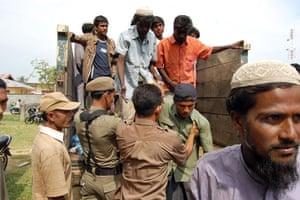 Gallery Rohingya refugees: Indonesian security officers helping Myanmar people