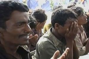 Gallery Rohingya refugees: Rohingya refugees pray in Sabang