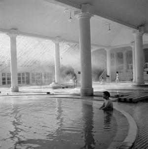 Gallery Hot Springs in Kusatsu: Noboribetsu Baths