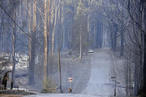 Gallery Australian bushfires: A burnt out house and a car at the township of Kinglake