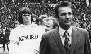 Brian Clough with the Leeds United team at Wembley