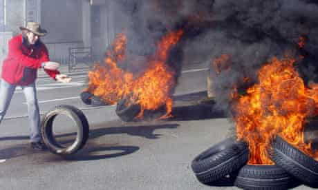 Continental employees burn tyres during a demonstration in Compiègn