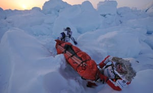 Catlin Arctic Survey: Struggling with sledge on ice cap