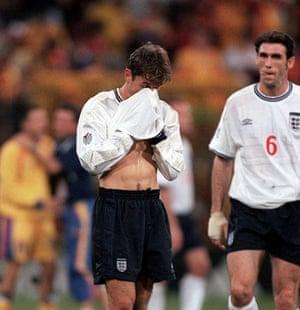 England Kits: Phil Neville and Martin Keown England 2000