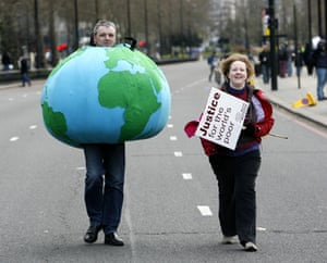 g20 night: Anti-G20 demonstrators