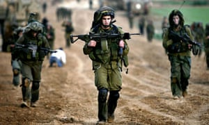 Israeli soldiers cross back into Israel after the Gaza offensive