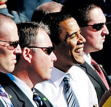 Obama and US Secret Service agents