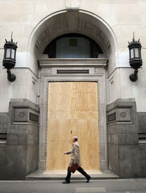 G20: Shops around the Bank of England are boarded up
