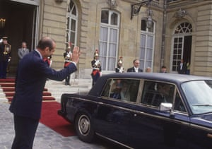 Eurotunnel : chirac and thatcher after signing the channel tunnel treaty
