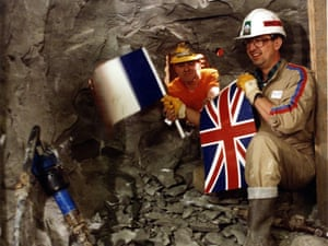 Eurotunnel : English and French engineers meet in the channel tunnel in 199