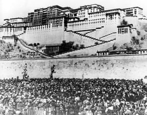Tibetan uprising: 17 March 1959: Thousands of Tibetan women surround the Potala Palace