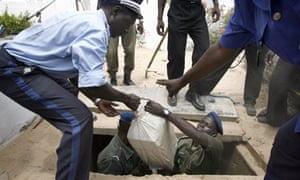 Police remove drugs found in Senegalese town, Nianing