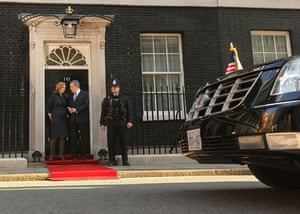 Obama goes to downing st: President Obama arrives at Downing Street to meet Gordon Brown