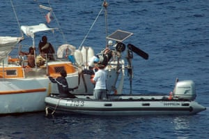 Tanit yacht hijack: French soldiers negotiate with pirates over the release of the hostages