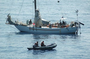 Tanit yacht hijack: The French army negotiate with the Somali pirates onboard the Tanit