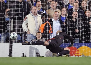 Chelsea v Liverpool: Jose Reina