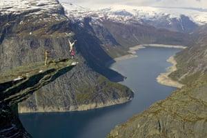 Eskil Ronningsbakken: Ronningsbakken balancing on the side of a cliff in Norway