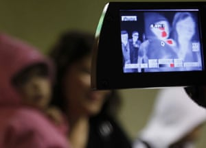 Swine flu: Thermographic camera used to check travellers arriving from Mexico in Tokyo