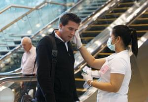 Swine Flu Outbreak: Singapore airport scans arriving visitors for flu symptoms