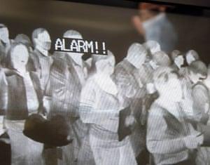 Swine Flu Outbreak: Quarantine officials scan temperatures of passengers, Narita airport, Japan
