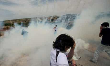 Demonstrators clash with Israeli soldiers in Bilin
