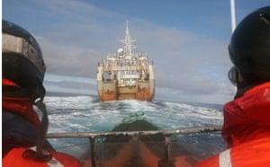 Sea Shepherd crew give chase to Yashin Maru