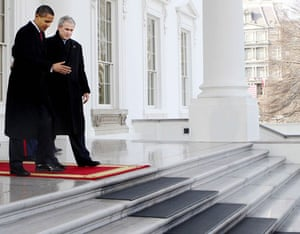 obama 100 days : Barack Obama and Gerorge Bush on the day of Obama's inauguration