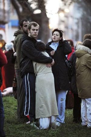 Italy earthquake: People keep warm on the street