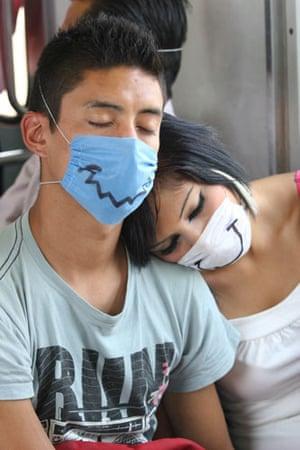 Swine flu face masks: Passengers wear protective masks on Mexico City metro