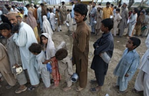 Pakistan Swat exodus: Internally displaced people queue for tea and bread at UNHCR Jalala camp