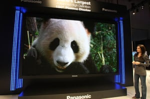 Star Trek technology: Panasonic displays its 150 inch HD plasma at Consumer Electronics Show
