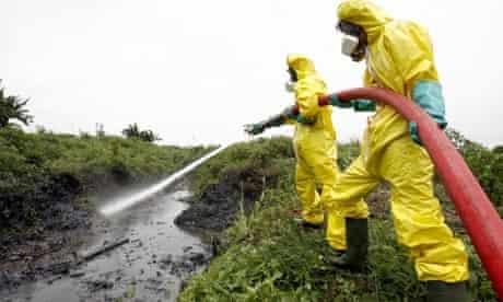 A Dutch team tackle the waste left in Abidjan