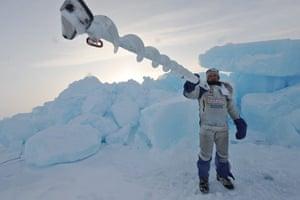 Catlin Arctic Survey: Pen Hadow Carries Mora Ice Drill
